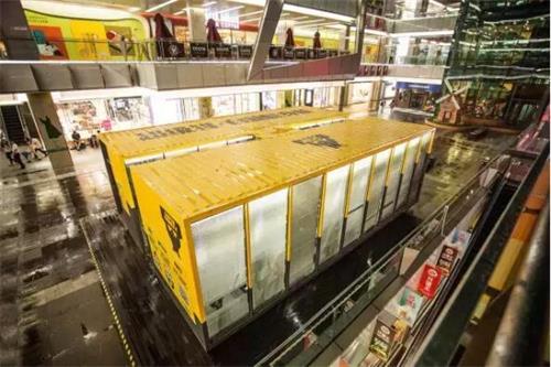建造城市中心的时尚集装箱健身房基地