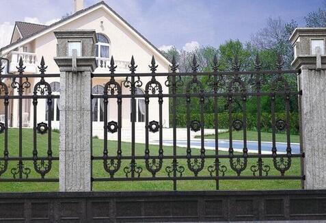 你知道怎么去挑选成都铝艺围栏吗?