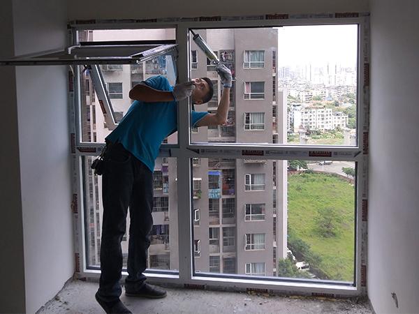 成都铝木门窗安装现场