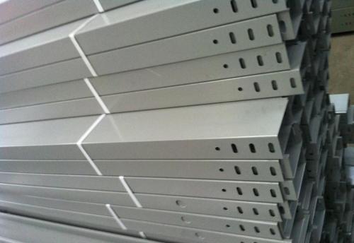 水平电缆桥架要怎样放电缆呢?