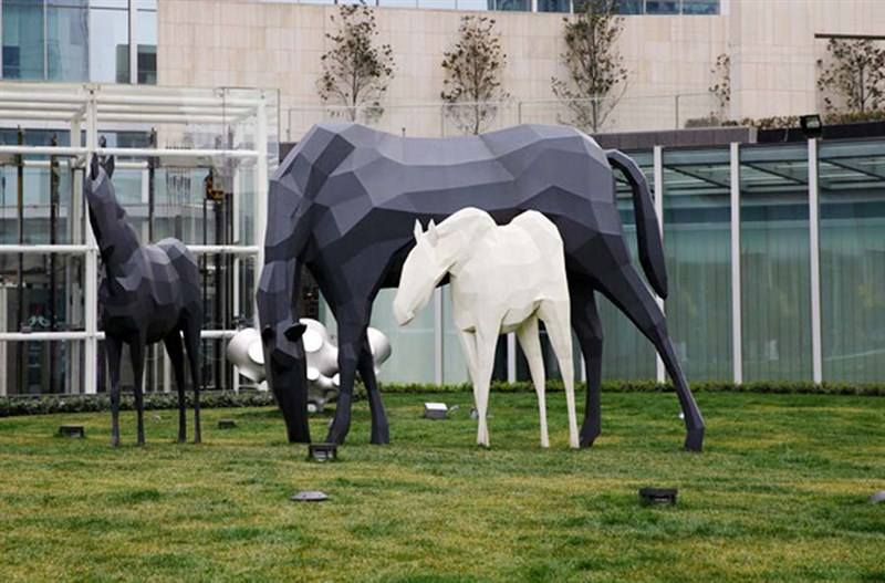 告诉你制作四川玻璃钢雕塑需要考虑这4点