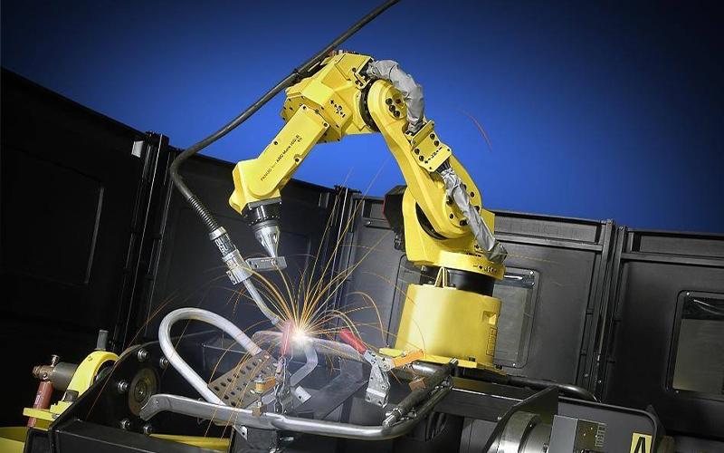 低学历的人适合学工业机器人技术吗?就业怎么样?