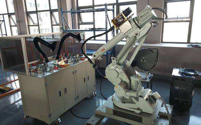 使用工业机器人有风险吗