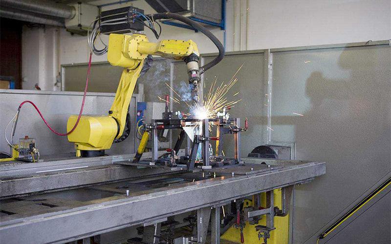 如何利用工业机器人进行公司业务开展