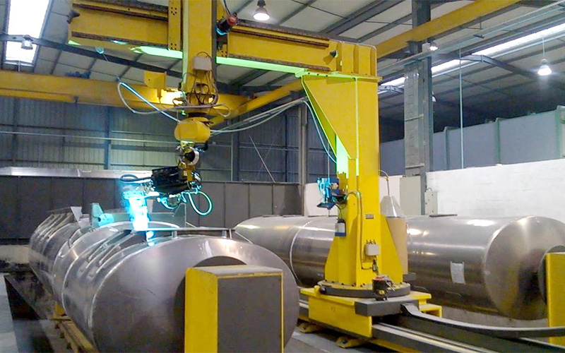 使用工业焊接机器人能给企业带来什么改变