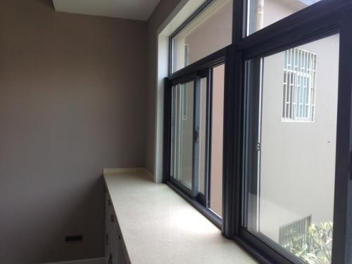 门窗框上安装了集宁金刚网纱窗,能挡得住儿童安全吗?