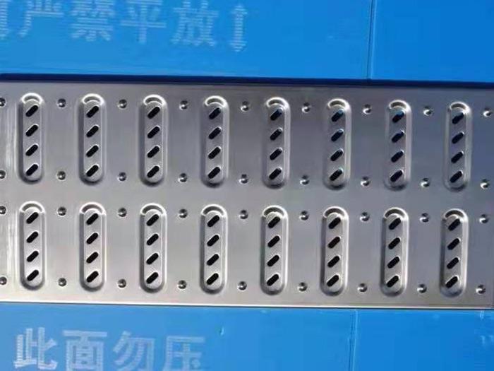 不锈钢地沟盖板防锈力强,美观耐用!不锈钢地沟盖板的优势介绍!