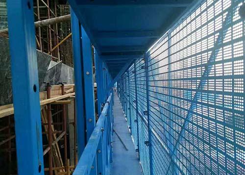 广州爬架在电梯、井架处及屋顶满搭架防护、卸荷方法