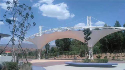 青海平安体育公园与我们合作张拉膜结构!