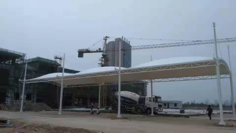 钢索膜结构在浦城汽车站进行搭建!
