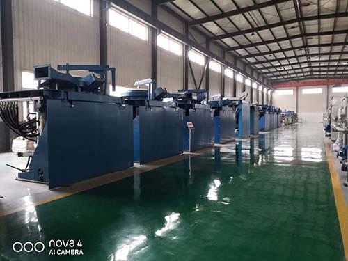 西安蓝辉小编和大家分享:中频熔炼炉使用的过程中需要注意哪些事项: