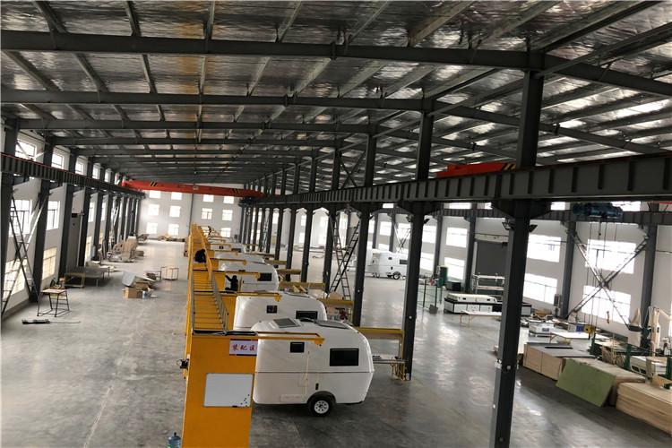 湖北拖挂式房车生产现场