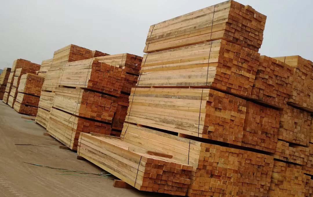 防腐木凉亭材料堆放区域