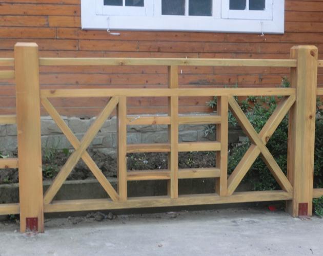成都防腐木栏杆加工