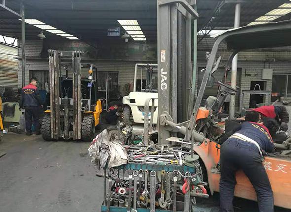 四川叉车维修厂区风采