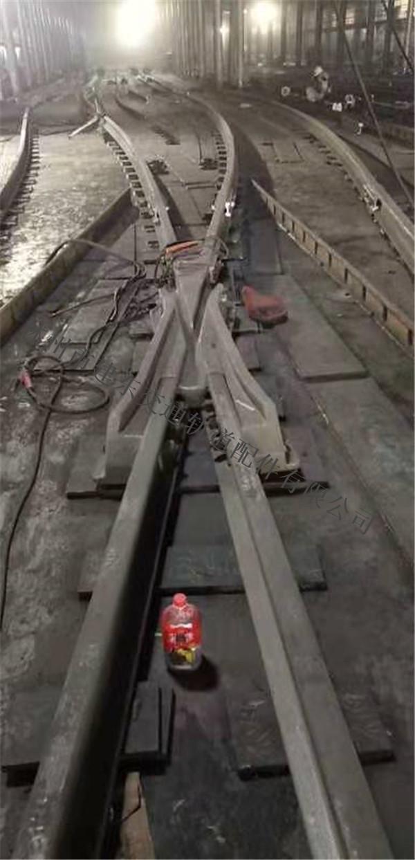 铺设铁路道岔