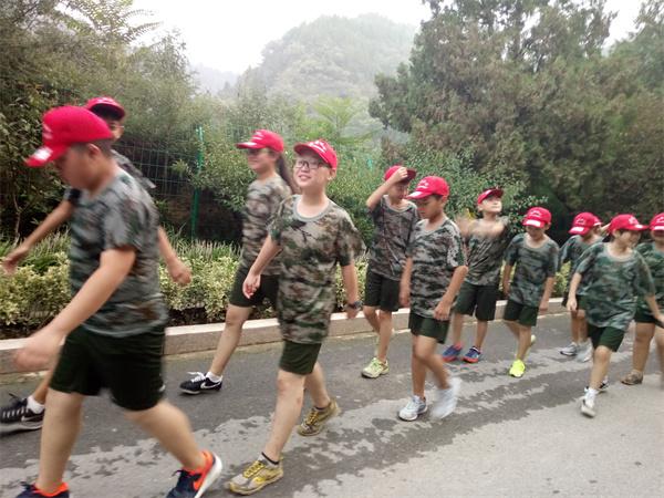 河南夏令营-郑州某物业公司夏令营训练营