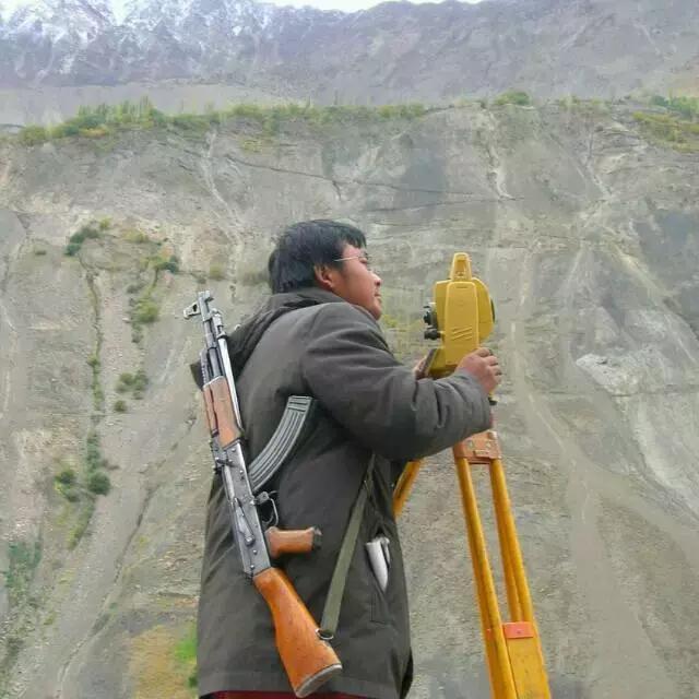 """在巴基斯坦干测量是怎样一种体验?来听听""""背枪哥""""的故事"""