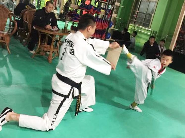 幼儿跆拳道培训实战练习