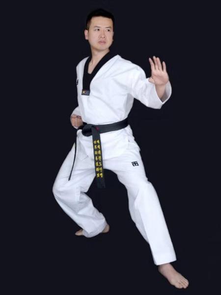 青少年跆拳道教练——郑贵文