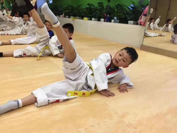 青少年跆拳道学习