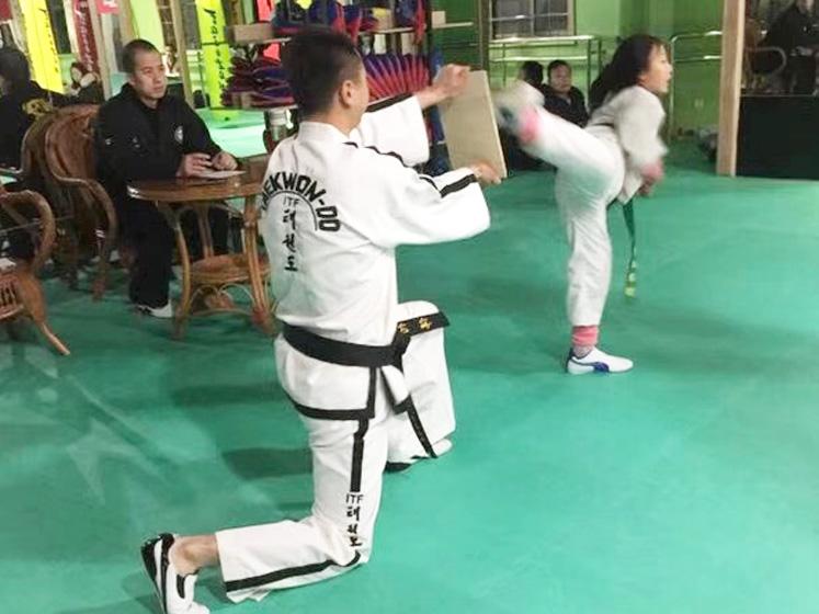 女子跆拳道培训