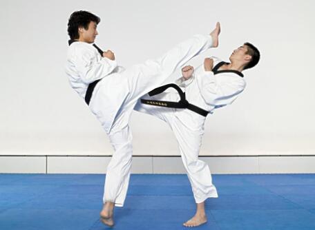 跆拳道腿法练习