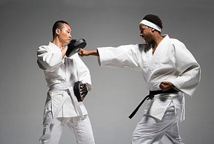 跆拳道从黄带到黑带需要多少钱