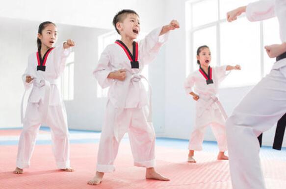兰州飞雪跆拳道浅析如何给孩子进行跆拳道培训