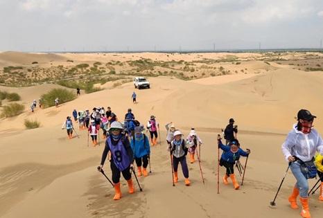 到沙漠旅游如何穿搭才能更好的体现自己的时尚感?