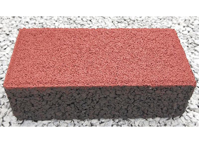 在铺设好成都透水砖时应该怎么进行清洗?