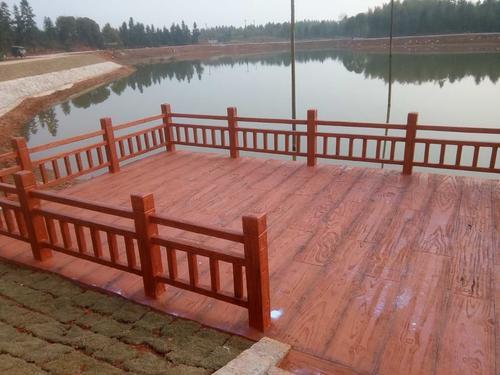 成都仿木栏杆,仿木花架,仿木花箱等水泥制品具有三大优势!