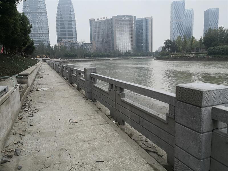 成都府城大道河边铸造石栏杆