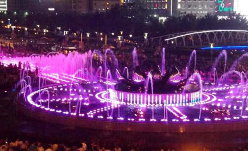 2017年四川成都市犀浦麻将街喷泉