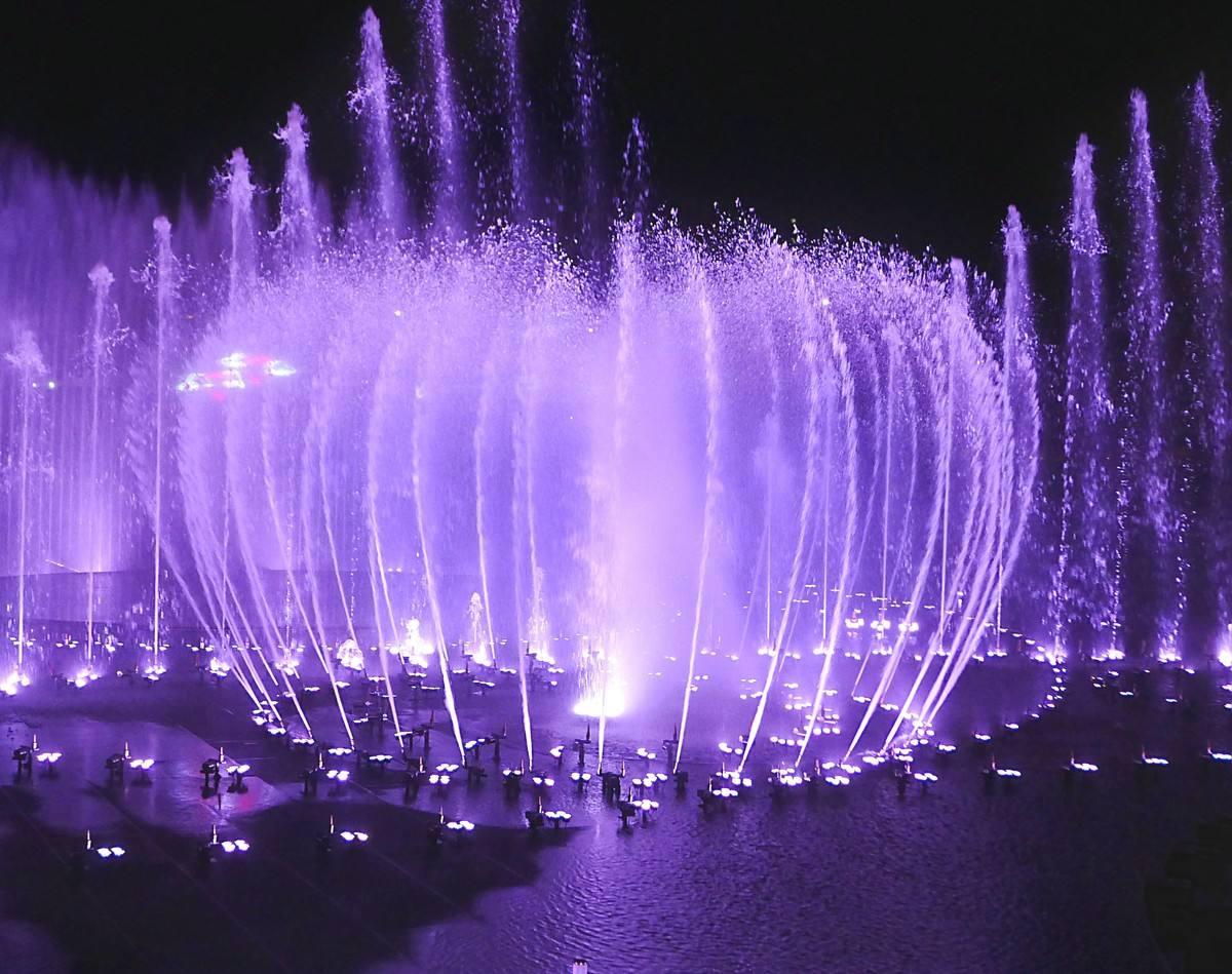 炫彩音乐喷泉亮相万福广场 四川广场喷泉等你来