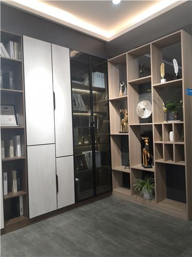 这样设计,让你家的客厅展柜成为亮点!