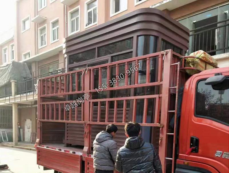 郑州岗亭厂家—卓越钢结构送货装车现场图