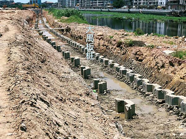 开平卫浴城U形板桩工程双排桩施工现场大公开,快来围观一下吧!