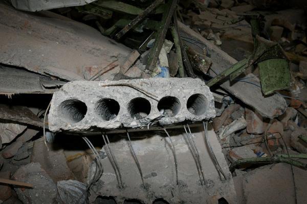 钢筋混凝土中的受力筋含量通常很少