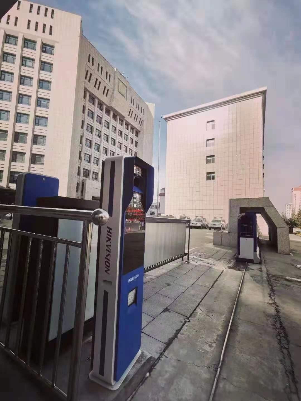甘肃某公安局人员通道(考勤+刷脸开门)、车辆道闸、62路视频监控+AI多摄抓拍机完美收工!
