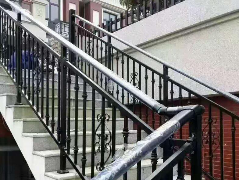 從安全的角度考慮,設置巴中鋅鋼樓梯扶手應注意這些問題