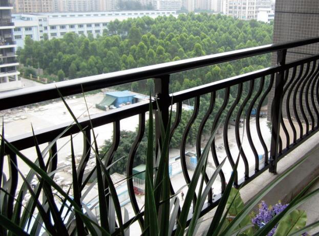 巴中锌钢阳台护栏的使用寿命多少年,应该怎样维护呢。今天带大家了解一下
