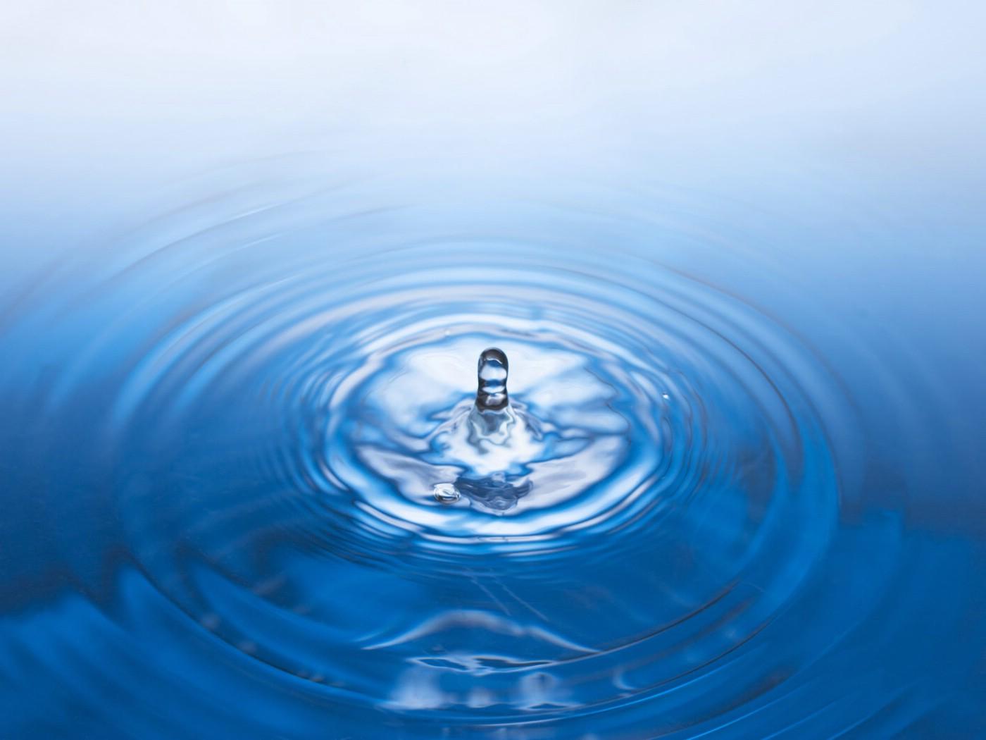 如今桶装水愈加受人们喜爱,那我们应该如何挑选好的桶装水厂家呢?