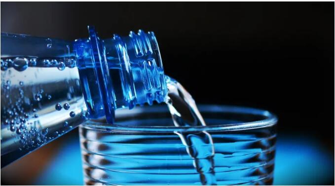 龙井山泉饮品向你讲解武汉桶装水和烧开的自来水 喝哪个更健康?