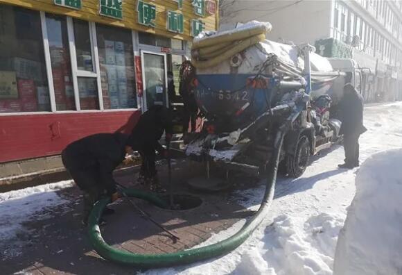 丹岭社区工作人员施工