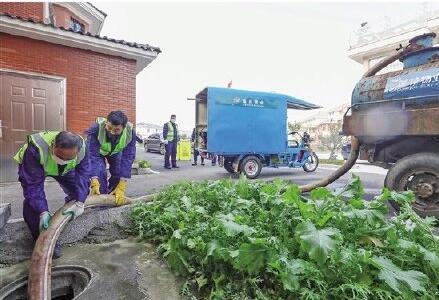 服务群众|对杨汛桥街道蒲荡夏村进行生活污水清掏运维