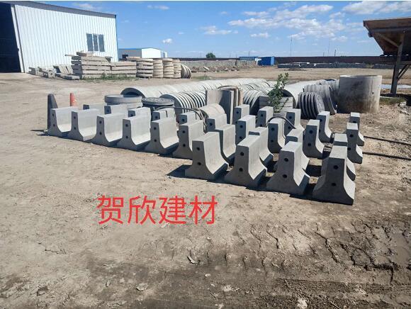 内蒙古水泥制品隔离墩生产定制