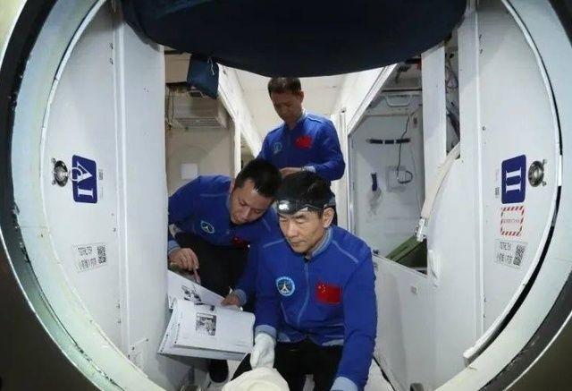 """厉害了!""""天和""""空间站一幕传回地球,中国已经先进成这样了吗"""