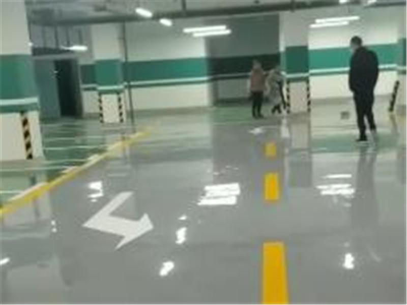 哈密市职业技术学校地下停车场环氧自流平