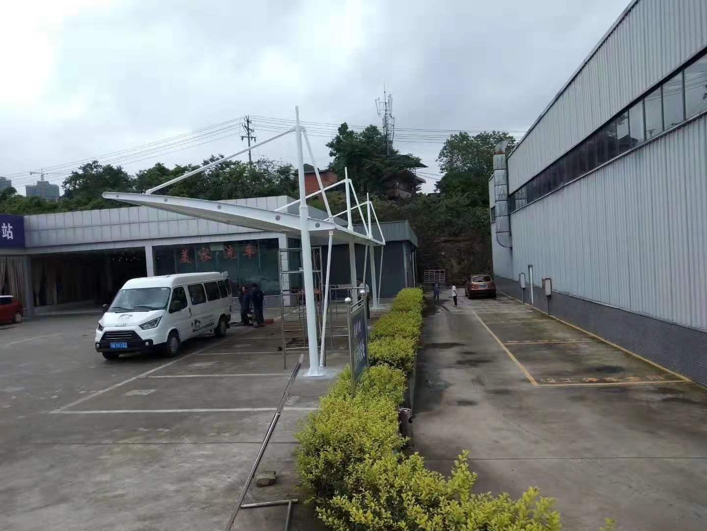 膜结构斜拉杆式停车棚--自贡市车管所